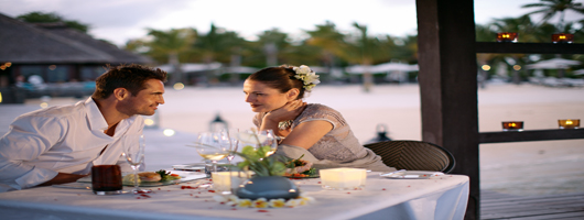 Romantic beach dining for Mauritius weddings